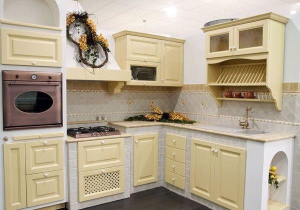 Кухня с фасадами массив