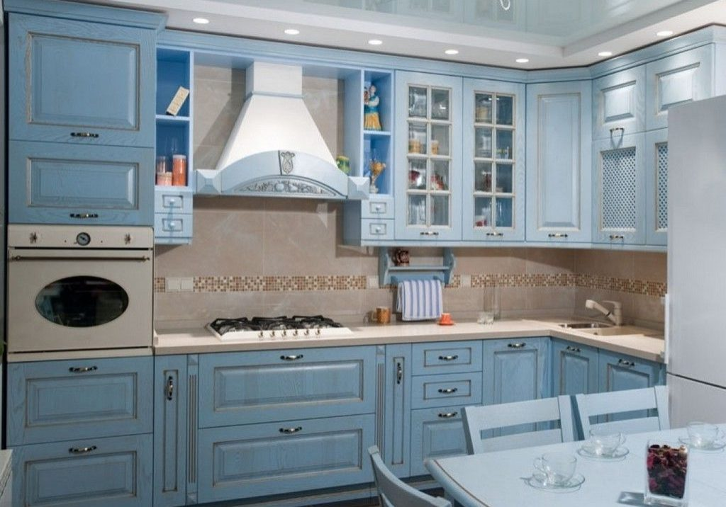 Кухня с фасадами массив, стиль прованс