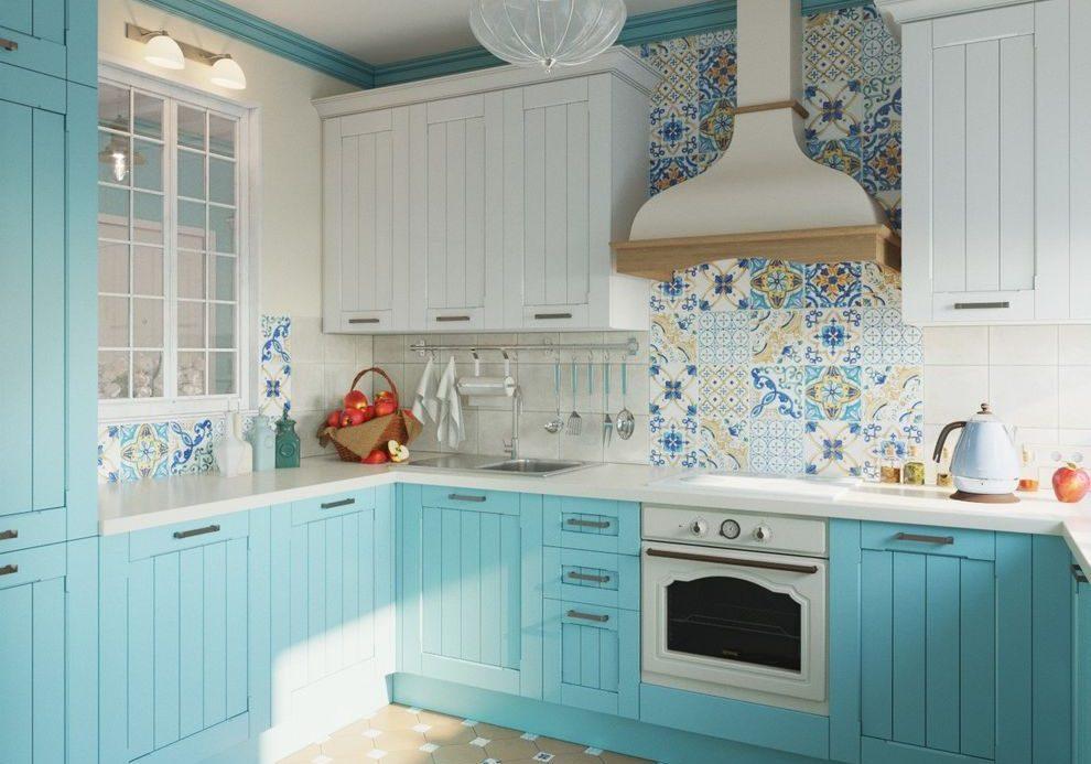 Кухня с фасадами массив, текстура ясень