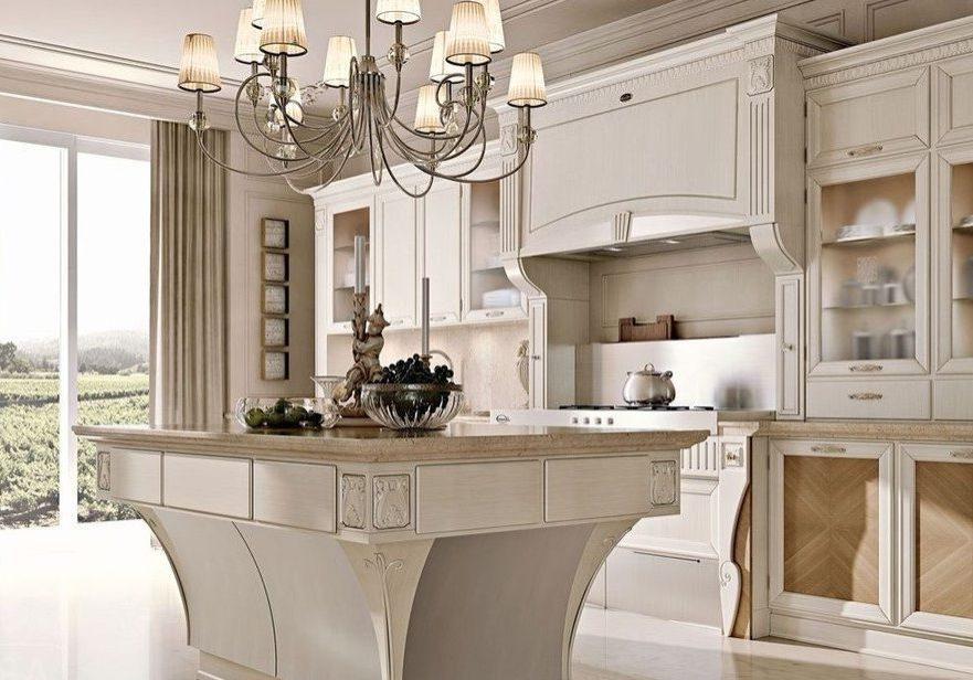 Кухня с крашенными деревянными фасадами