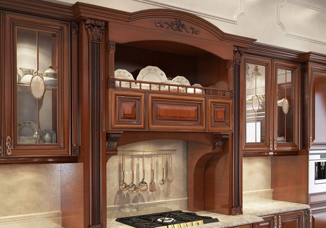 Кухня с порталом и деревянными фасадами
