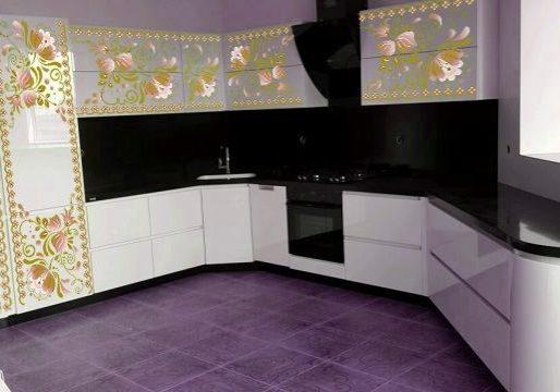 кухня с рисунком гжель бело желтый