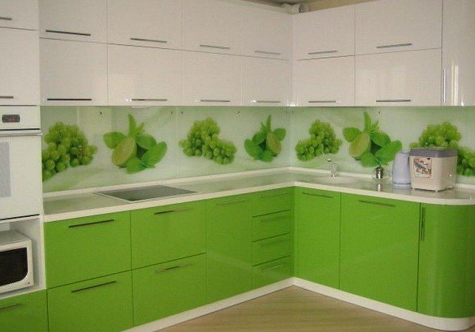 Кухня со скинали бело-зеленая