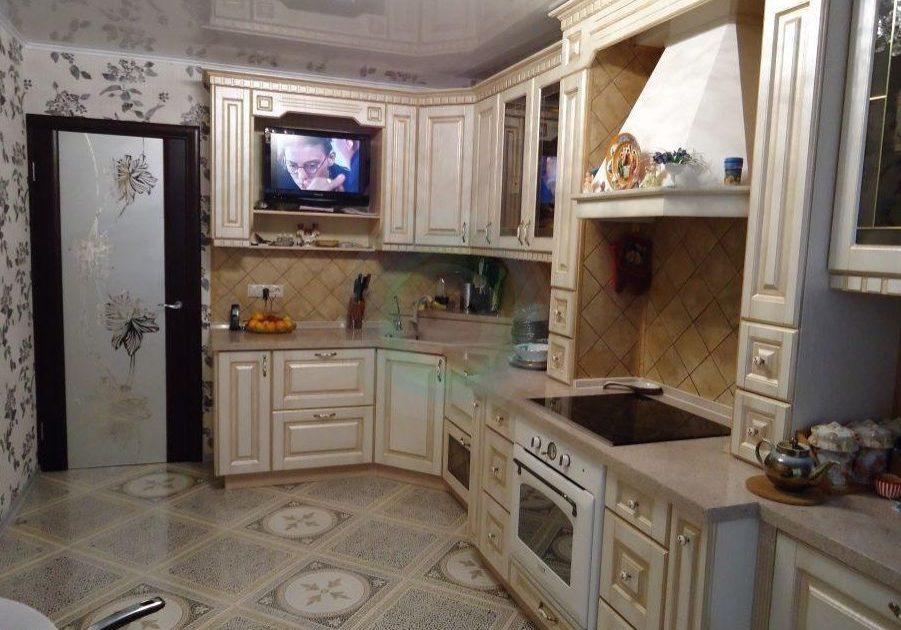 Кухня ясень с деревянными фасадами
