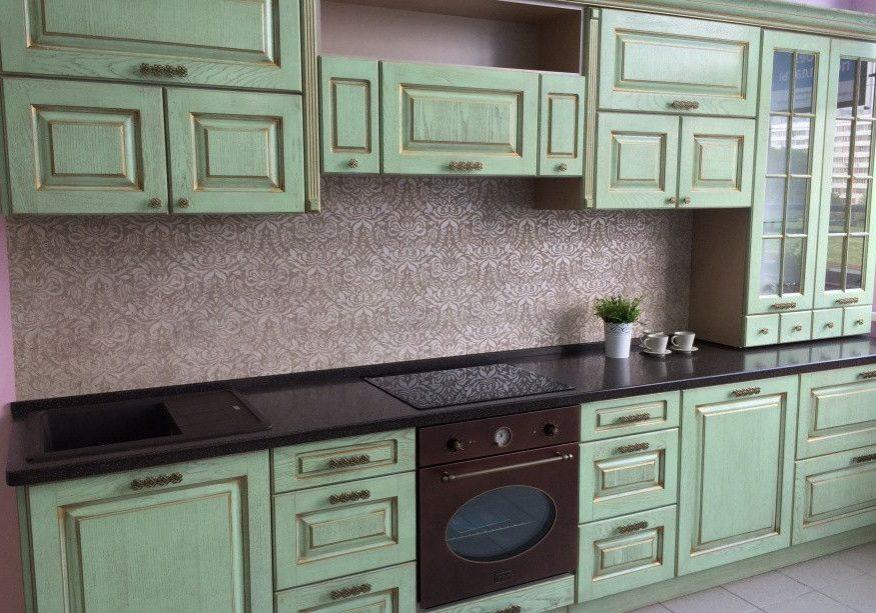 Кухня зеленого цвета в стиле прованс, прямая