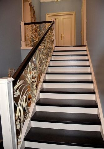 Черно белая лестница из Ясеня