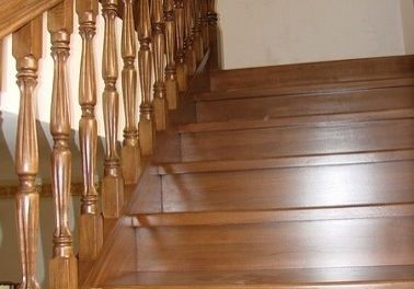 Первый марше с ограждением, лестница второго этажа