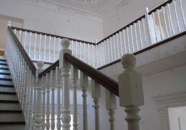 Марш на фторой этаж, лестница из ясеня