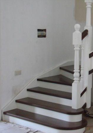 Лестница из ясеня перила бук