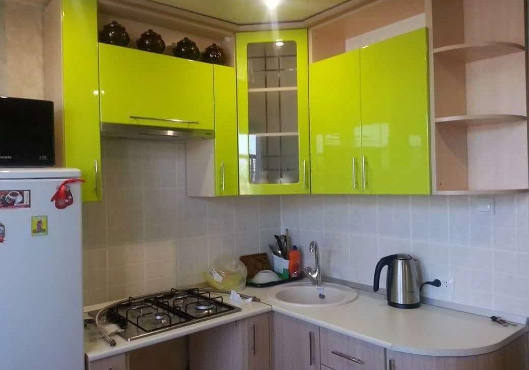 Маленькая кухня со стеклом