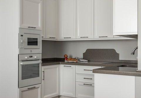 Маленькая п-образная кухня белая модерн