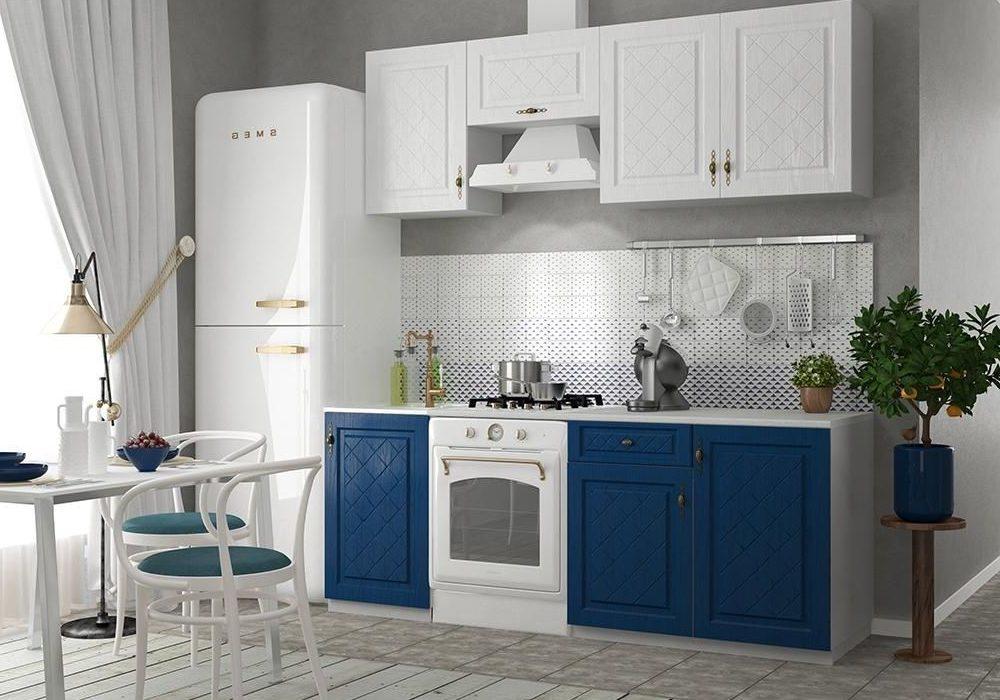 Маленькая угловая бело-синяя кухня с фрезерованными матовыми фасадами МДФ
