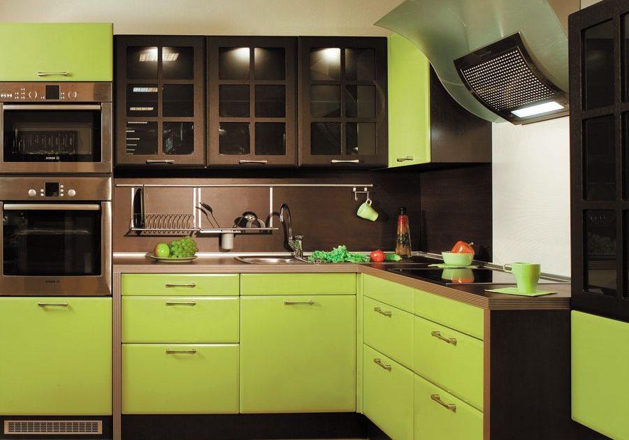 Коричнево-зеленая кухня, угловая, маленькая