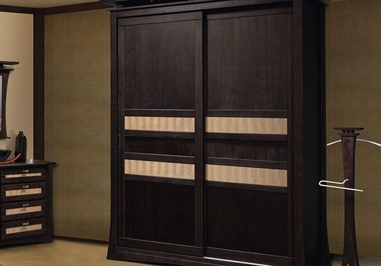 Черный шкаф из дерева