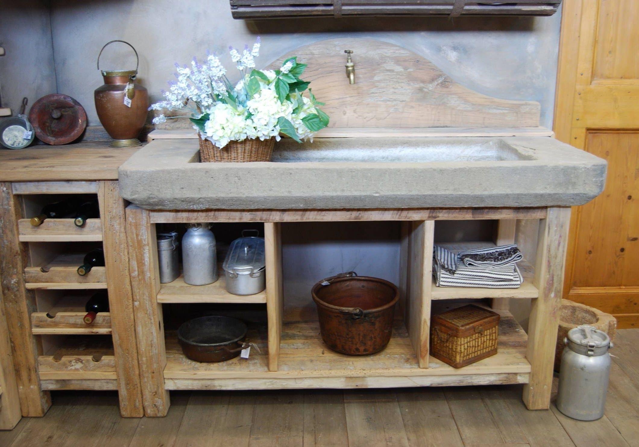 Мойка из камня для деревянной кухни на заказ в стиле кантри