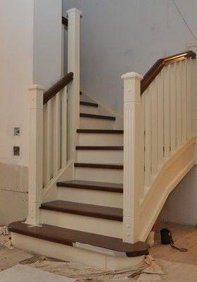 Небольшая лестница из массива дуба