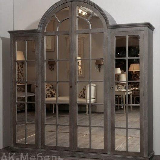 Шкаф из дерева с зеркалом, конструкция аркой
