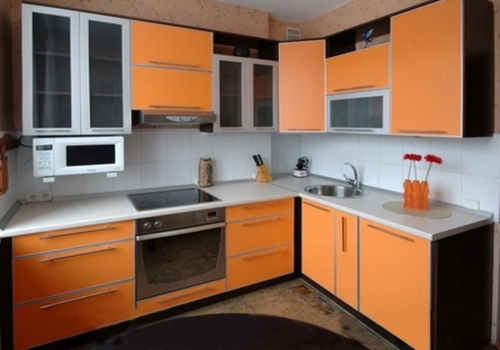Оранжевая пластиковая кухня