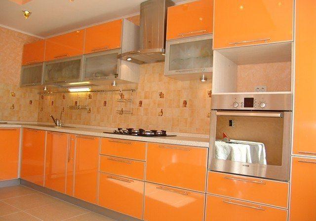 Оранжевые кухни из пластика