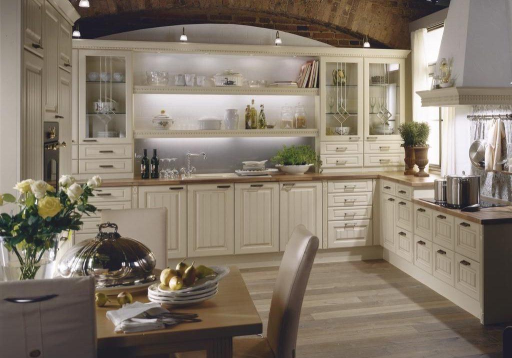 П-образная белая кухня подокно, модерн, классика, МДФ фрезерованный