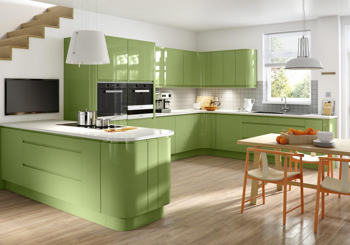 П-образная, большая светло зеленая кухня с барной стойкой, под окно, эмаль глянец