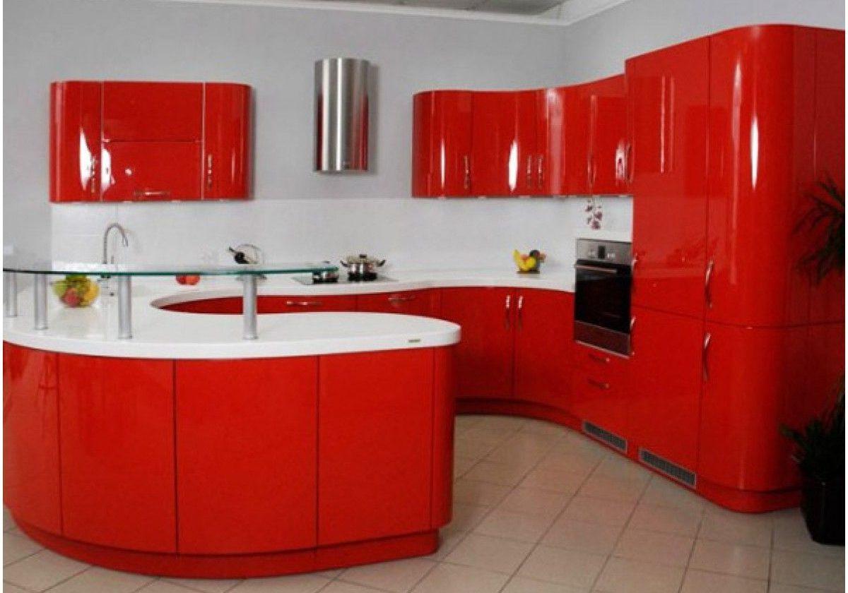 П-образная красная кухня с белой столешницей, с островом