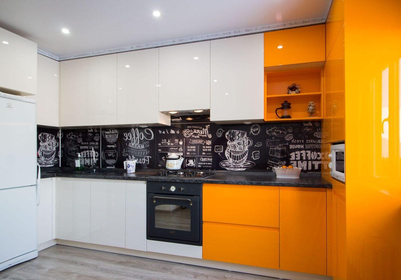 П-образная Угловая бело-оранжевая кухня глянец