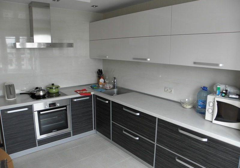 Пластиковая кухня ,белый верх