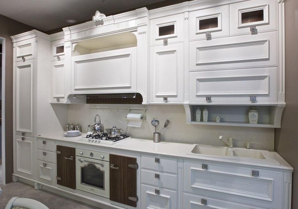 Прямая белая кухня классика,модернс деревом, матовая