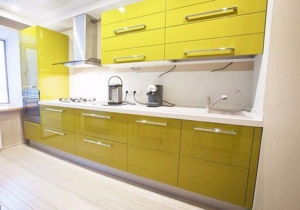 Прямая бело-желтая кухня глянец МДФ под эмаль