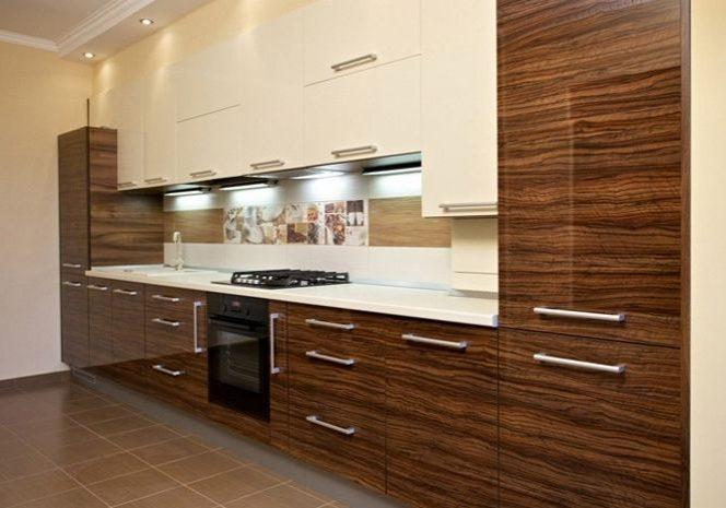 Прямая глянцевя белая кухня с деревом