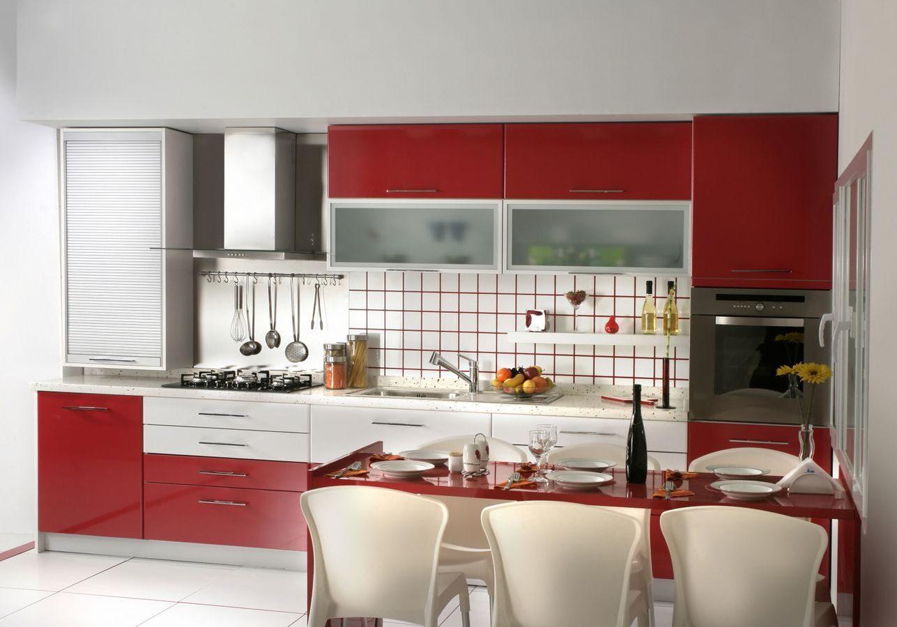 Прямая красно-белая кухня