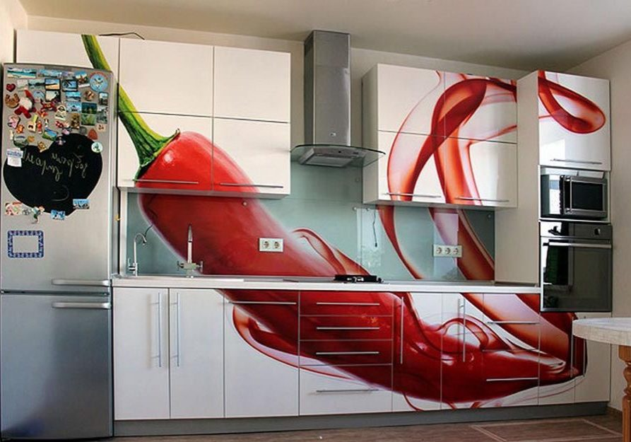 Прямая красно-белая кухня с рисунком перец
