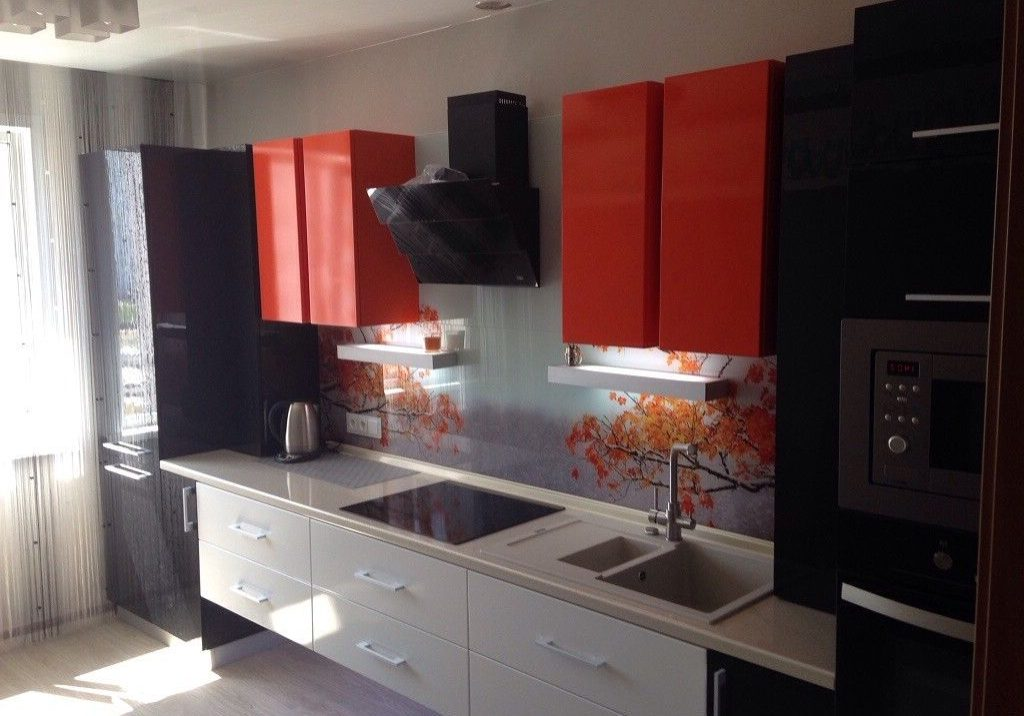 Прямая красно-черно-белая кухня глянец, хайтек