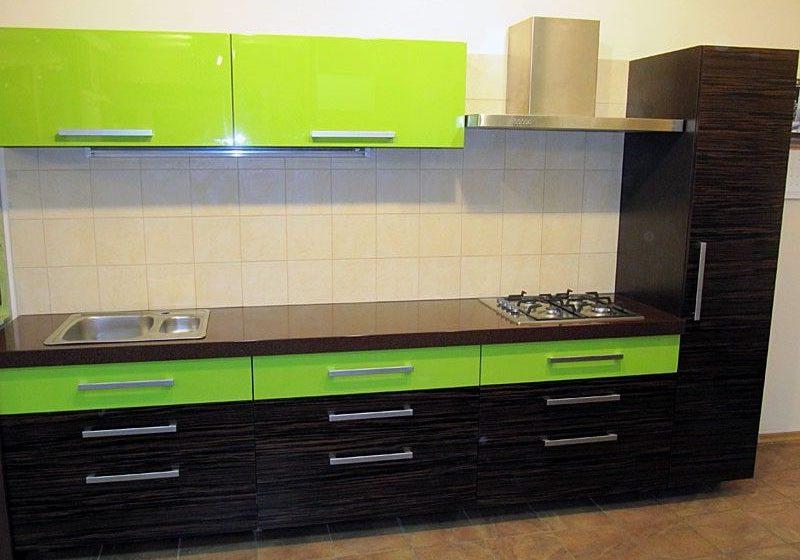 Прямая кухня МДФ пленка, цвет зеленый и венге