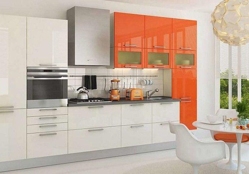 Прямая оранжево-белая кухня глянец