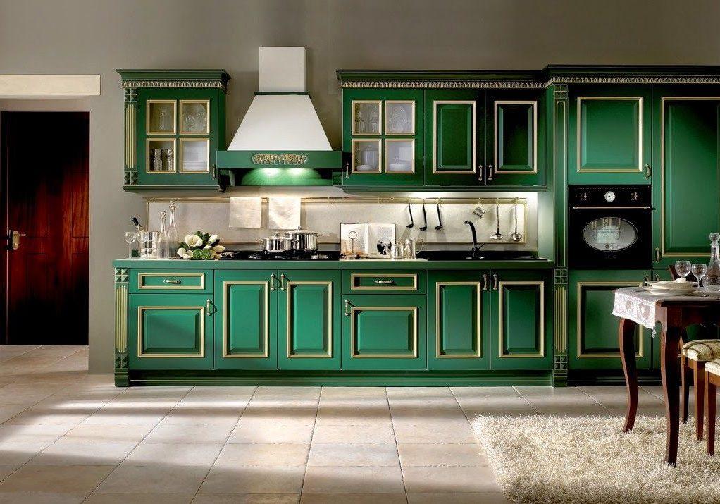 Прямая зеленая кухня с патиной, классика