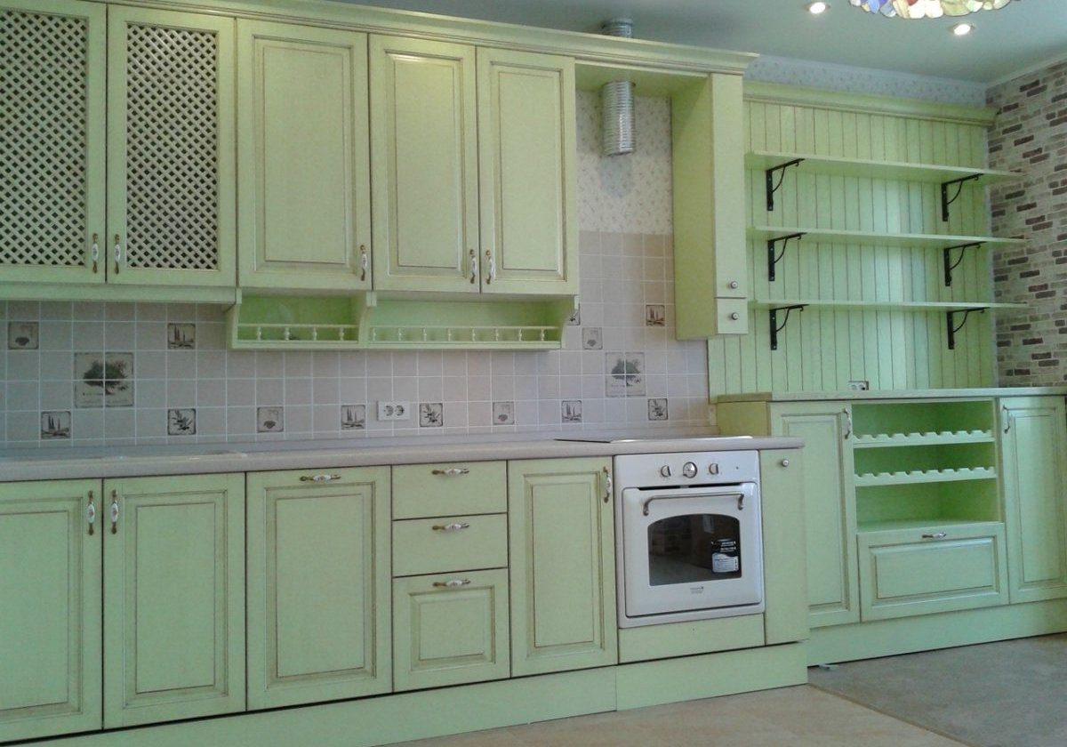 Салатовая кухня с крашенными фасадами МДФ эмаль