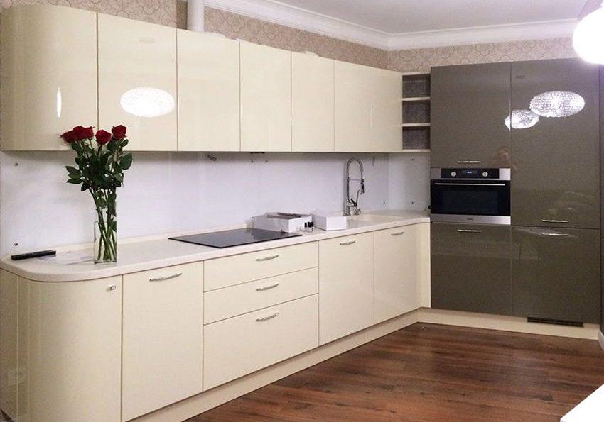Серо-белая угловая кухня в угол, глянец