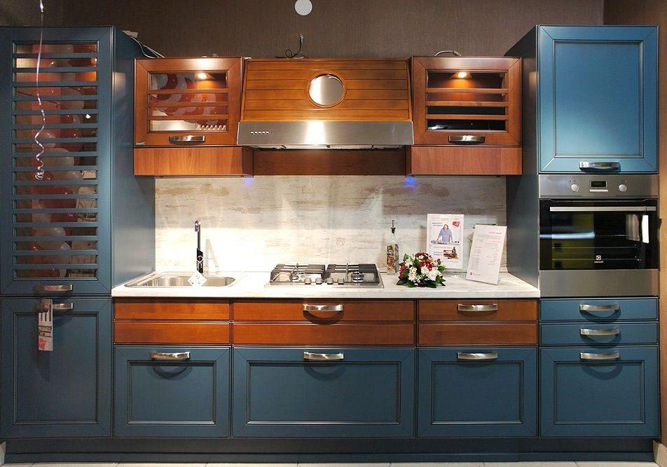Синяя кухня МДФ эмаль и МДФ шпон натуральное дерево