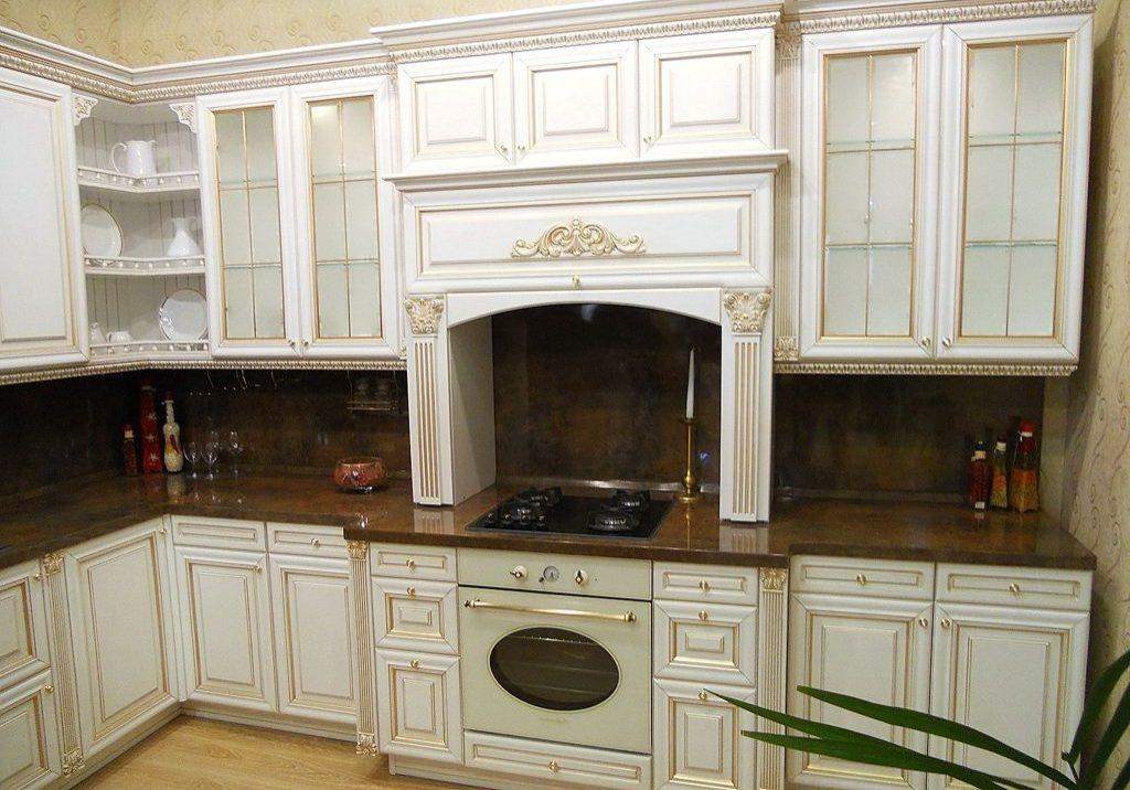 Угловая белая кухня классика, барокко