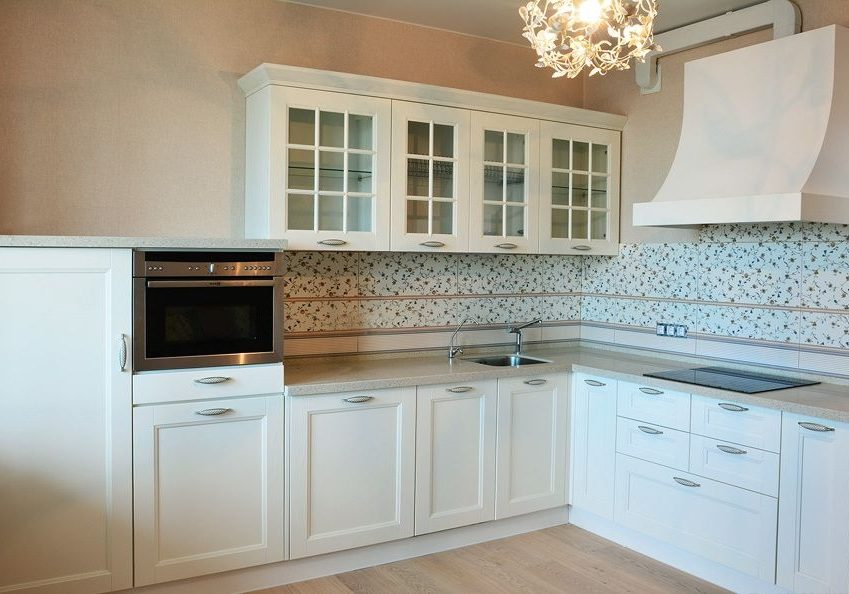 Угловая белая кухня, матовая, модерн