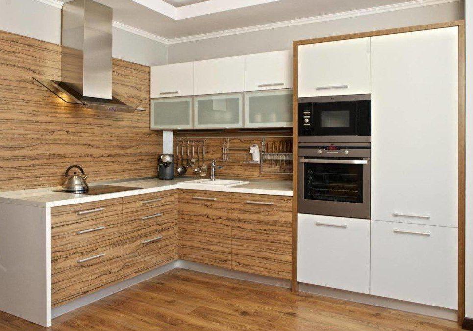 Угловая белая кухня с деревом, матовая, зебрано