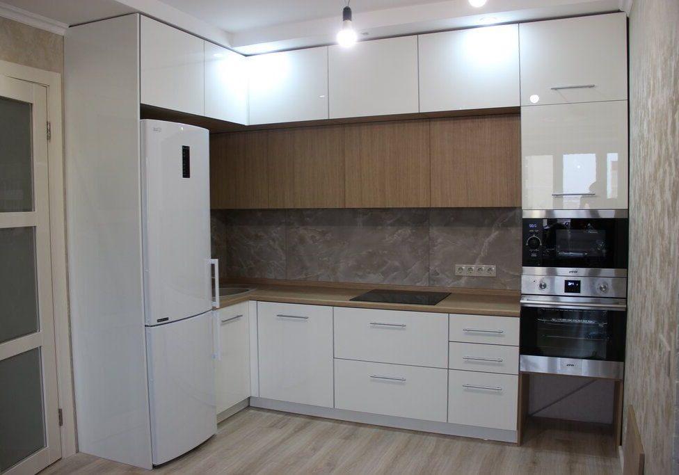 Угловая белая кухня с деревом, МДФ эмаль глянец