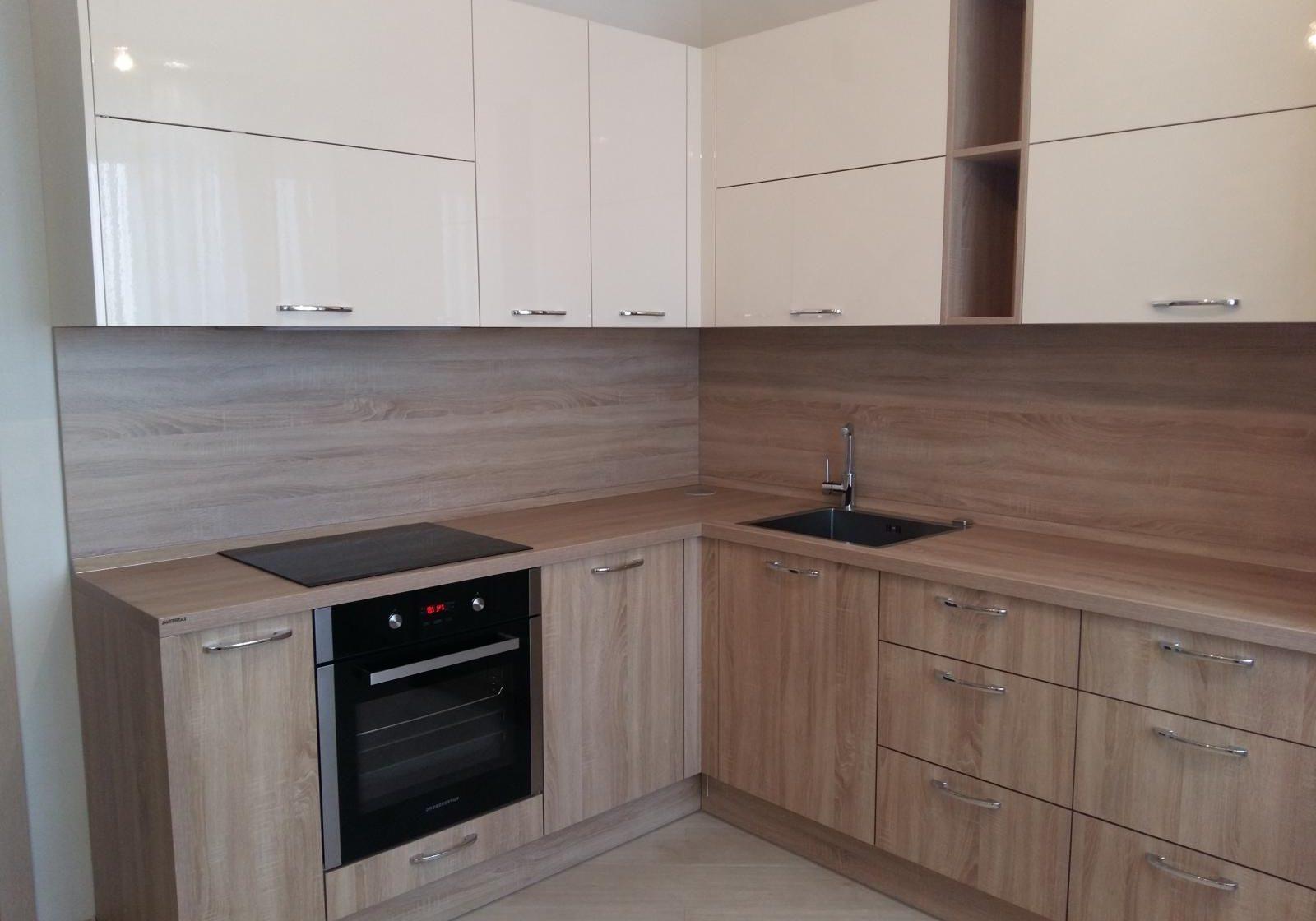Угловая белая кухня с деревом, МДФ пленка и лдсп