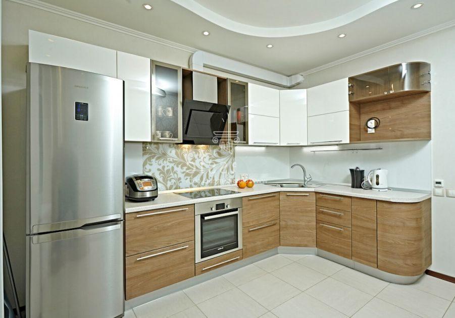 Угловая белая кухня с деревом МДФ пленка