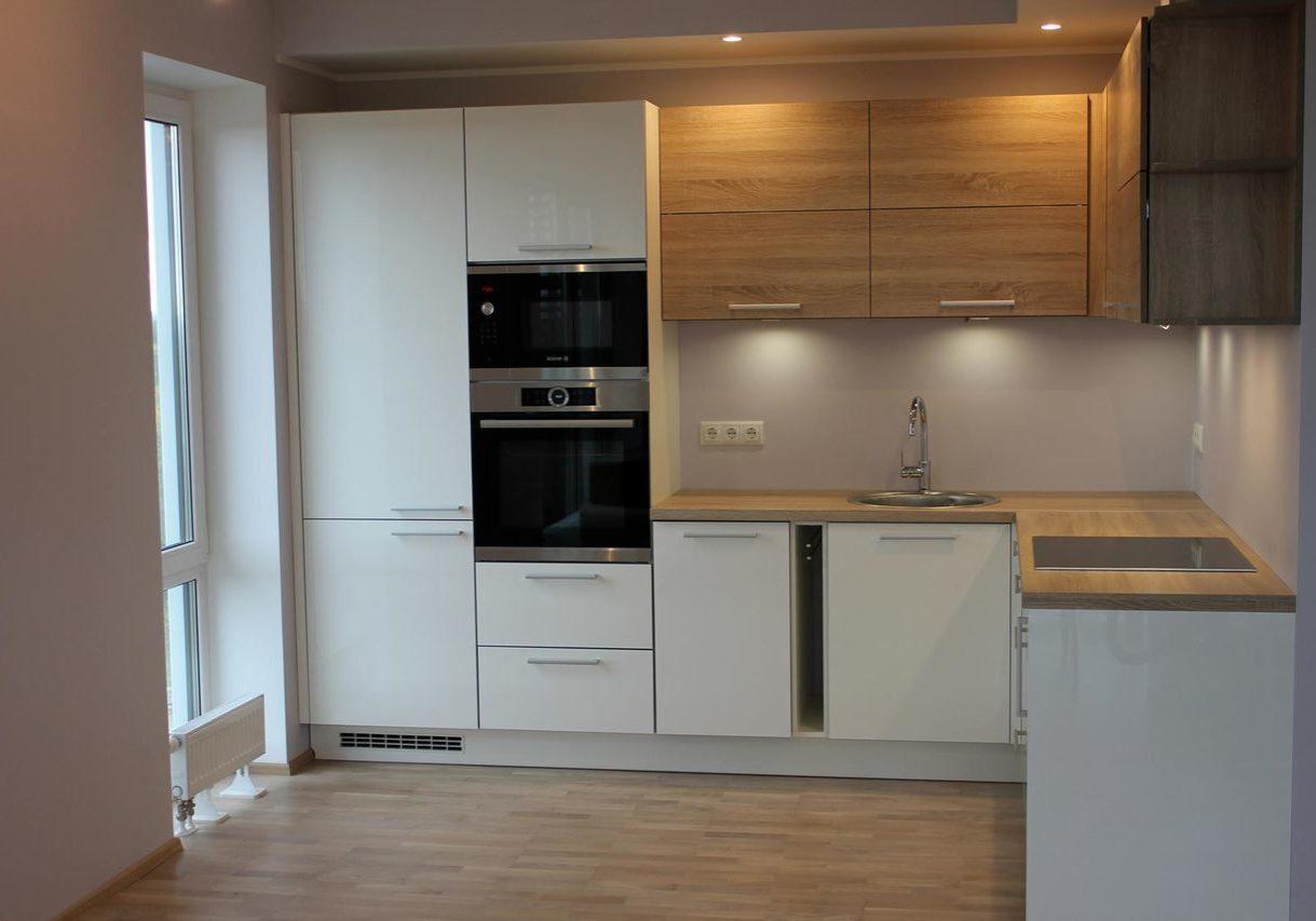 Угловая белая кухня с шпоном дерева дуб, матовая, МДФ пленка