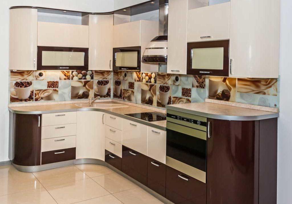 Угловая бело-коричневая кухня глянец МДФ эмаль с подсветкой