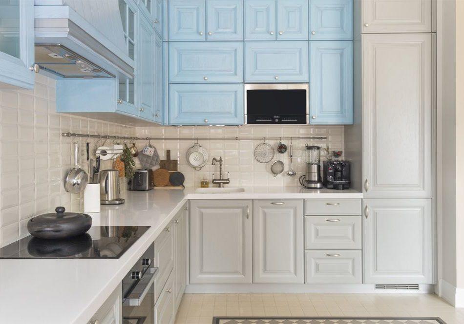 Угловая бело синяя кухня, бирюзовая, серая