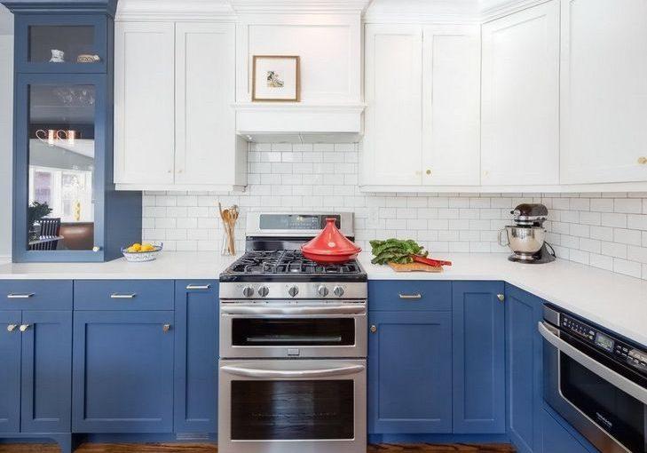 Угловая бело-синяя кухня МДФ матовый, модерн